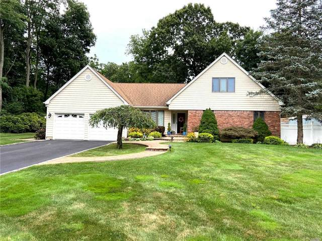 35 Wenwood Drive, Hauppauge, NY 11788 (MLS #3239488) :: Keller Williams Points North - Team Galligan