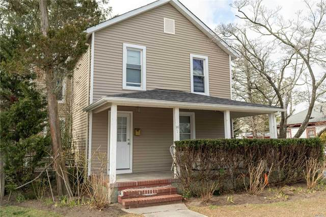 135 Union Ave, Riverhead, NY 11901 (MLS #3239817) :: Frank Schiavone with William Raveis Real Estate