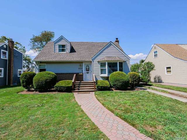 922 Smith St, Uniondale, NY 11553 (MLS #3240047) :: Frank Schiavone with William Raveis Real Estate