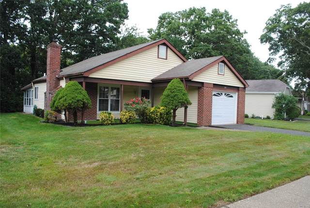 209 Belfast Lane, Ridge, NY 11961 (MLS #3240486) :: Mark Seiden Real Estate Team