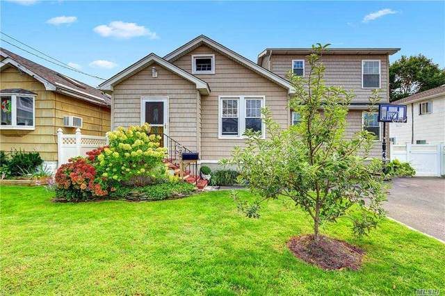 22 Willoughby Place, West Islip, NY 11795 (MLS #3253624) :: Keller Williams Points North - Team Galligan