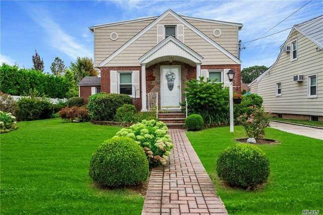 2521 Yorktown Street, Oceanside, NY 11572 (MLS #3255696) :: The Home Team