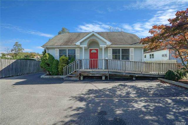 251 Lakeland Avenue, Sayville, NY 11782 (MLS #3262483) :: RE/MAX RoNIN