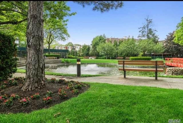 1 Bay Club Drive 3E, Bayside, NY 11360 (MLS #3275133) :: Mark Boyland Real Estate Team