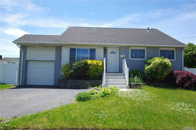 2968 Brentwood Court, Wantagh, NY 11793 (MLS #3279033) :: Mark Boyland Real Estate Team