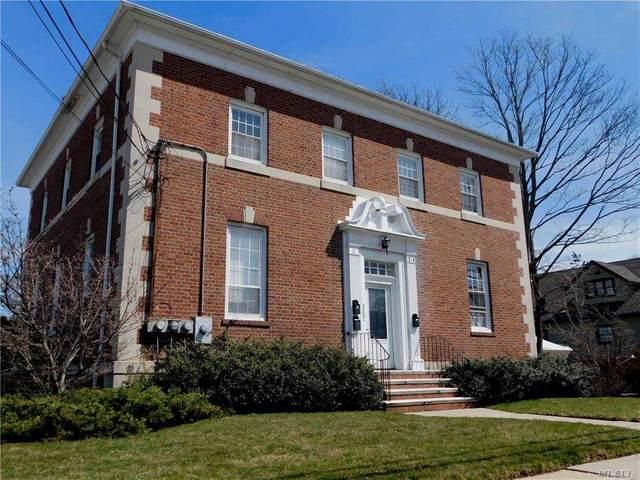 304 S 1st Street S, Lindenhurst, NY 11757 (MLS #3282312) :: Mark Boyland Real Estate Team