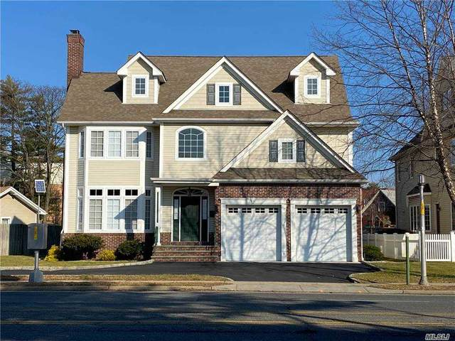 111 Lincoln Ave, Rockville Centre, NY 11570 (MLS #3282320) :: Mark Boyland Real Estate Team