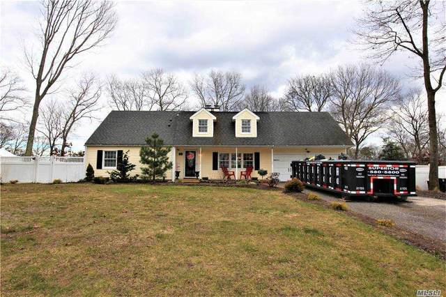 25 Halfcircle Drive, Holbrook, NY 11741 (MLS #3282929) :: Frank Schiavone with William Raveis Real Estate