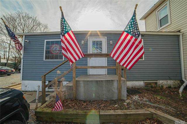 10 Hawley Ave, West Islip, NY 11795 (MLS #3282940) :: Frank Schiavone with William Raveis Real Estate