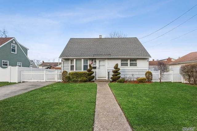 142 Moore Ave, Oceanside, NY 11572 (MLS #3283514) :: Kevin Kalyan Realty, Inc.