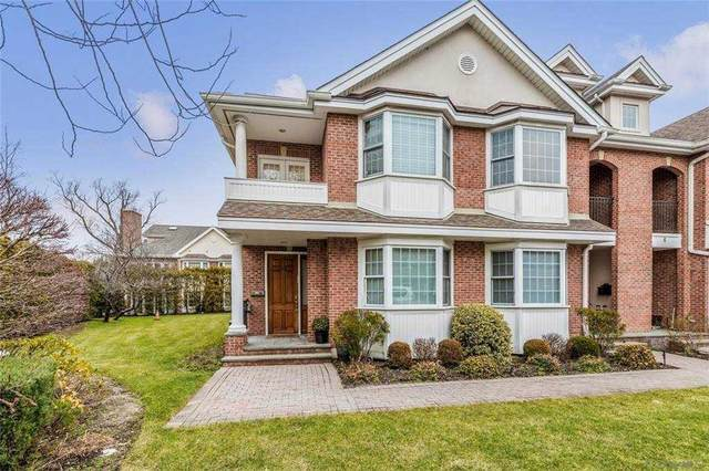 2 Portico Court, Great Neck, NY 11021 (MLS #3286474) :: The McGovern Caplicki Team