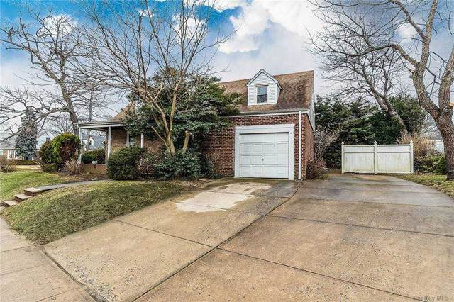 39 N Long Beach Road, Rockville Centre, NY 11570 (MLS #3288612) :: Signature Premier Properties