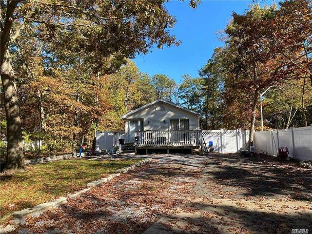 910 Birchwood Road, Medford, NY 11763 (MLS #3294330) :: Cronin & Company Real Estate