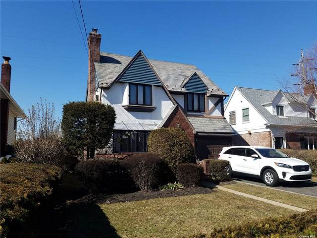 28 Piccadilly Downs, Lynbrook, NY 11563 (MLS #3294658) :: Frank Schiavone with William Raveis Real Estate