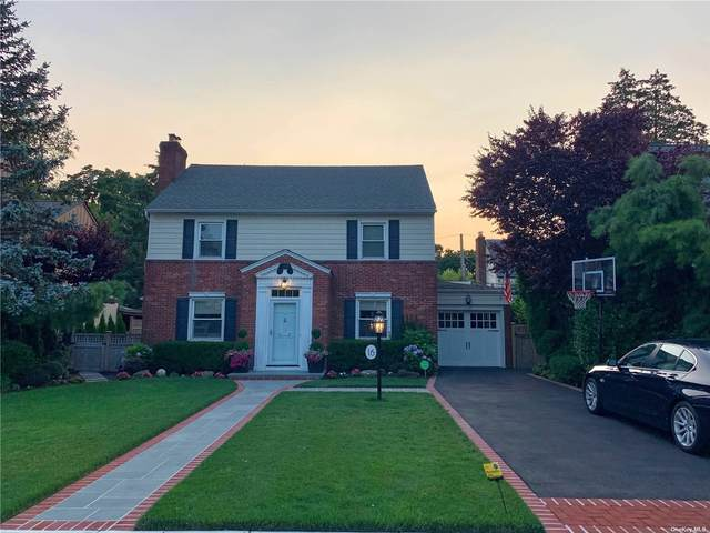 16 Willetts, Rockville Centre, NY 11570 (MLS #3302813) :: Mark Seiden Real Estate Team