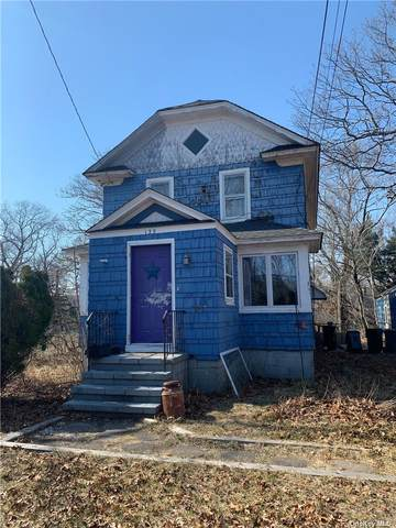 135 Lake Avenue, Riverhead, NY 11901 (MLS #3304560) :: Goldstar Premier Properties