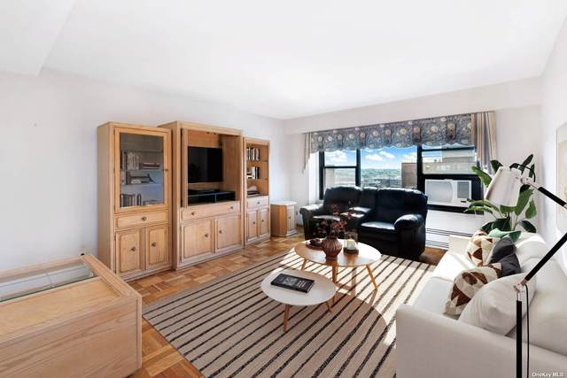 21-71 34th Avenue 15B, Astoria, NY 11106 (MLS #3305066) :: Signature Premier Properties