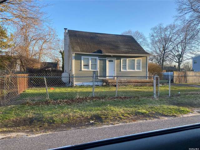 40 Schenk Drive, Shirley, NY 11967 (MLS #3306036) :: Cronin & Company Real Estate