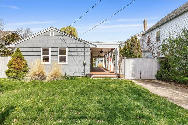218 5th Street, Greenport, NY 11944 (MLS #3309208) :: Shalini Schetty Team