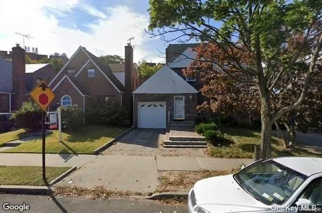 Rego Park, NY 11374 :: Cronin & Company Real Estate