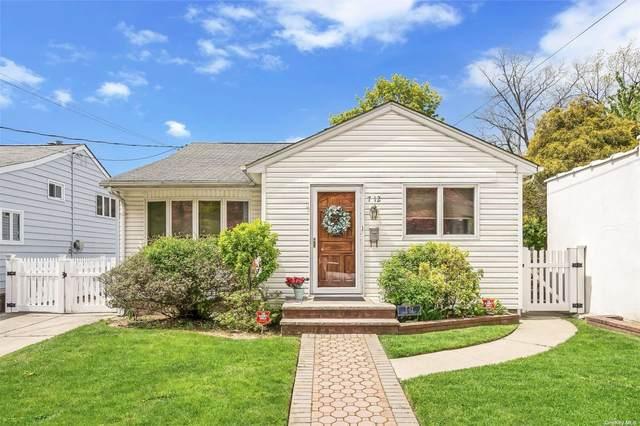 712 128th Street, College Point, NY 11356 (MLS #3309718) :: Carollo Real Estate