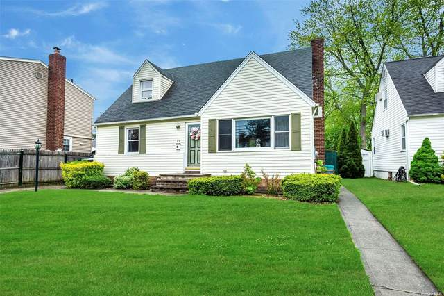 13 Bretton Road, Garden City Park, NY 11040 (MLS #3310335) :: RE/MAX RoNIN