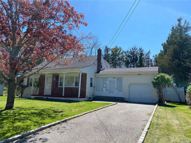 2000 Gillette Drive, East Marion, NY 11939 (MLS #3312183) :: Mark Boyland Real Estate Team
