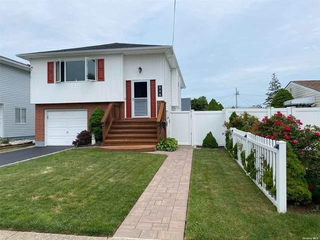 Lindenhurst, NY 11757 :: Carollo Real Estate