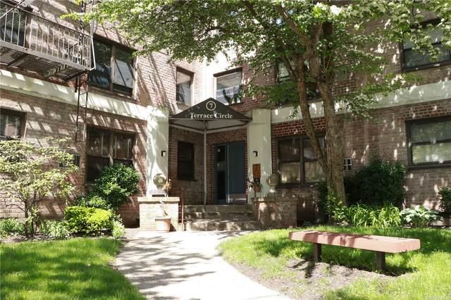 7 Terrace Circle 2D, Great Neck, NY 11021 (MLS #3319700) :: Carollo Real Estate