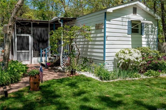 492 Hubbard Avenue, Riverhead, NY 11901 (MLS #3320627) :: Barbara Carter Team