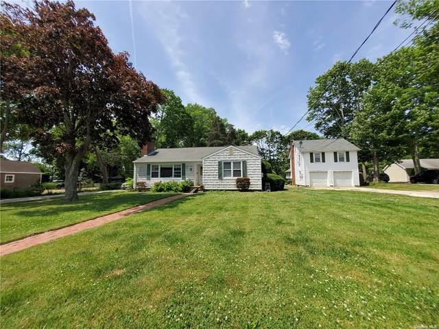 28 Ponquogue Avenue, Hampton Bays, NY 11946 (MLS #3320994) :: Carollo Real Estate