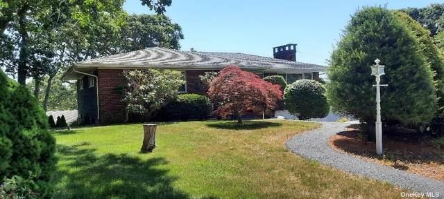 4 Fort Hill Road, Hampton Bays, NY 11946 (MLS #3321036) :: Carollo Real Estate