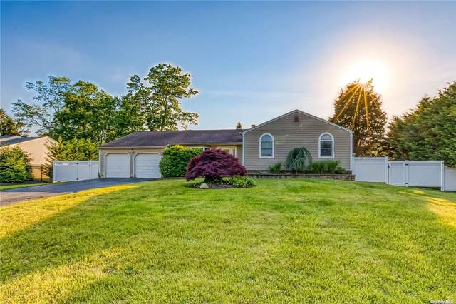 17 Tower Place, Smithtown, NY 11787 (MLS #3321385) :: Mark Boyland Real Estate Team