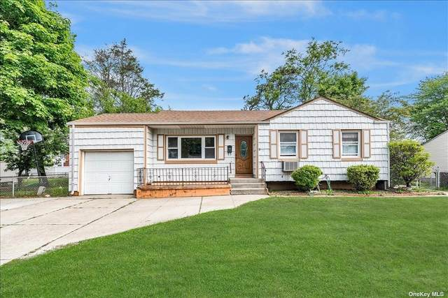 7 Wilson Street, Brentwood, NY 11717 (MLS #3321388) :: Mark Boyland Real Estate Team