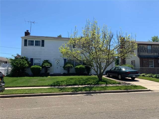 26 Gables Road, Hicksville, NY 11801 (MLS #3321391) :: Mark Boyland Real Estate Team