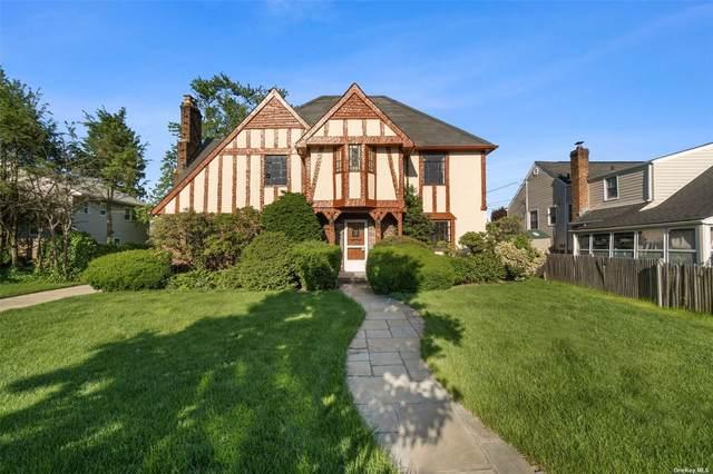 421 N Long Beach Road, Rockville Centre, NY 11570 (MLS #3321795) :: Carollo Real Estate