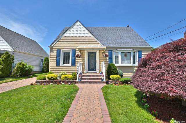 1535 Falmouth Avenue, New Hyde Park, NY 11040 (MLS #3322033) :: Prospes Real Estate Corp