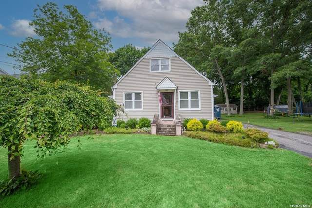 9 James Place, St. James, NY 11780 (MLS #3322245) :: Mark Boyland Real Estate Team