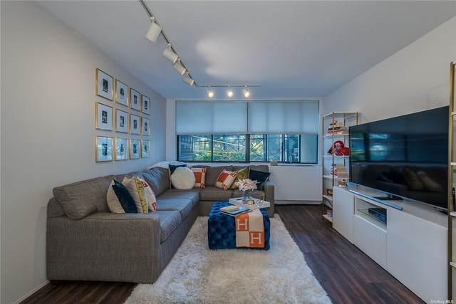 2 Bay Club Drive 1-O, Bayside, NY 11360 (MLS #3322555) :: Carollo Real Estate