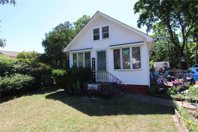 905 Old Nichols Road, Ronkonkoma, NY 11749 (MLS #3322581) :: RE/MAX RoNIN