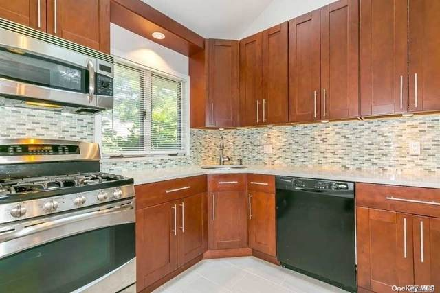 11 Soundview Drive, Great Neck, NY 11020 (MLS #3322661) :: Prospes Real Estate Corp