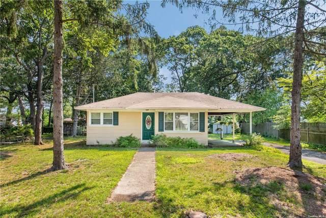 122 Sylvan Avenue, Flanders, NY 11901 (MLS #3332406) :: McAteer & Will Estates | Keller Williams Real Estate