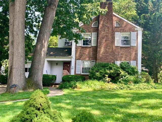 98 Chase Road, Manhasset, NY 11030 (MLS #3332488) :: The Clement, Brooks & Safier Team