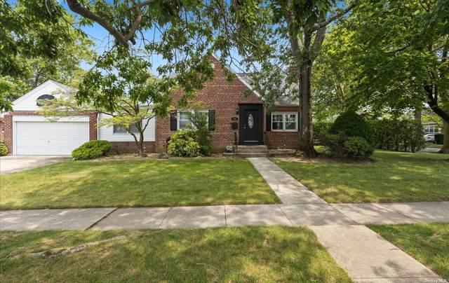 702 Foch Boulevard, Williston Park, NY 11596 (MLS #3333112) :: Howard Hanna | Rand Realty