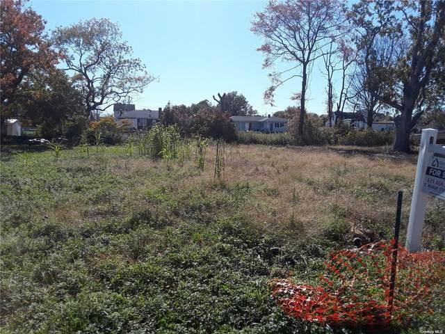 381 Flanders Boulevard, Riverhead, NY 11901 (MLS #3333333) :: Howard Hanna | Rand Realty