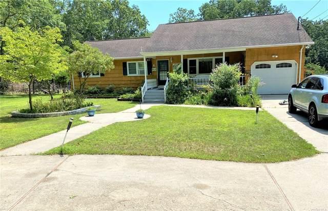 8 Cross Road, Ridge, NY 11961 (MLS #3334396) :: Howard Hanna Rand Realty