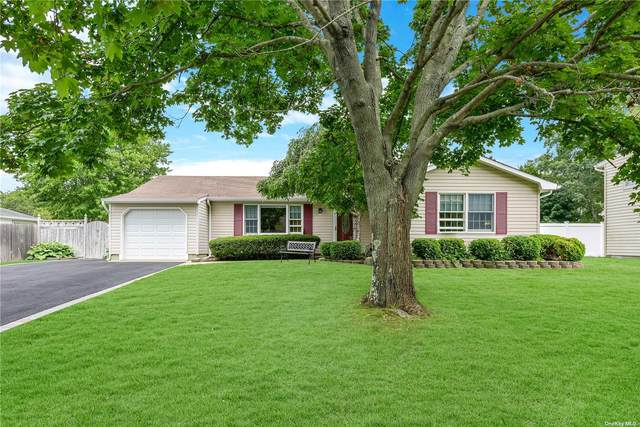 29 Woodbrook Drive, Ridge, NY 11961 (MLS #3334404) :: Howard Hanna Rand Realty