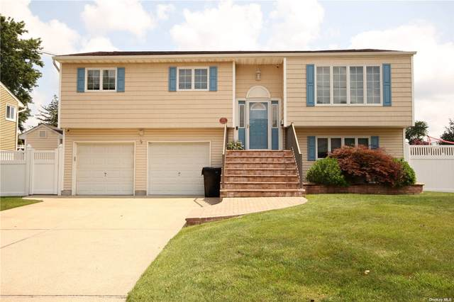811 Higbie Lane, West Islip, NY 11795 (MLS #3335594) :: The Clement, Brooks & Safier Team