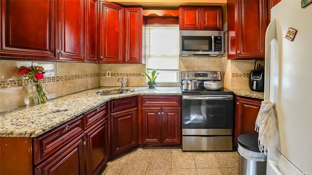122-68 134th Street, S. Ozone Park, NY 11420 (MLS #3335643) :: The Clement, Brooks & Safier Team