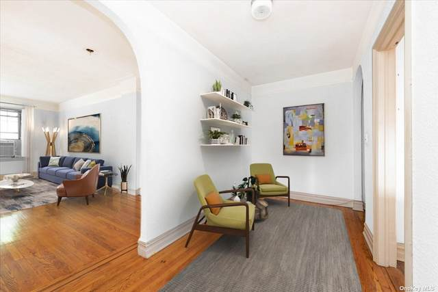 109-14 Ascan Avenue 2C, Forest Hills, NY 11375 (MLS #3339103) :: Cronin & Company Real Estate